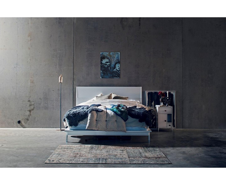 Mavis Abisko Sängbord Låga Ben Vit